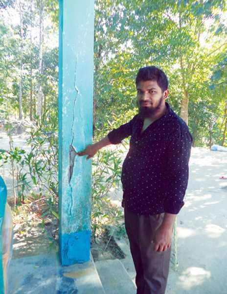 ভবনধস ঝুঁকিতে ত্রিডেবাপাড়া প্রাথমিক বিদ্যালয়