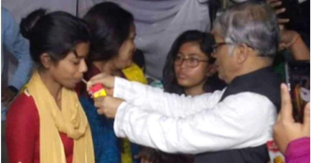 ঢাকা সিটি নির্বাচন পেছানোয় অনশন ভাঙল ঢাবি শিক্ষার্থীরা