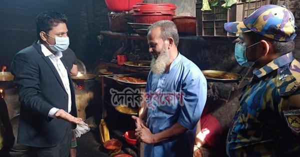 নোংরা পরিবেশে খাবার তৈরি, কক্সবাজারে ৩ রেস্টুরেন্টকে জরিমানা