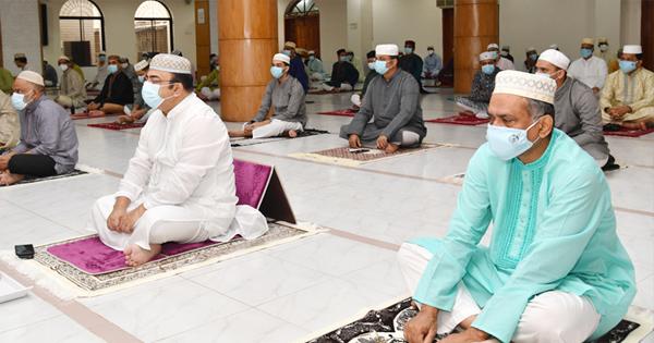 'মসজিদে জামাতে নামায পড়তে পারবে ইমামসহ সর্বোচ্চ ২০ জন'