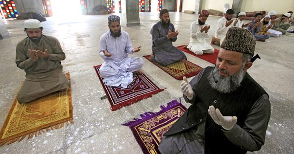 'মসজিদে জামাতে নামাজ পড়তে পারবে ইমামসহ সর্বোচ্চ ২০ জন'