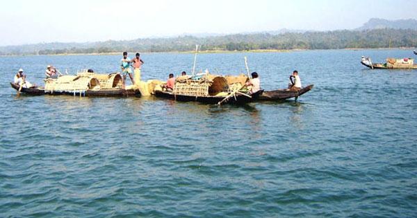 কাপ্তাই হ্রদ: মাছ শিকারে নিষেধাজ্ঞা আরও ১০ দিন বাড়ল