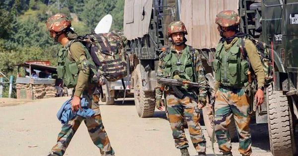 কাশ্মিরে বিচ্ছিন্নতাবাদীদের গুলিতে দু'ভারতীয় সেনা নিহত